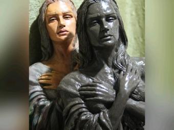 مجسمه دختر غمگین